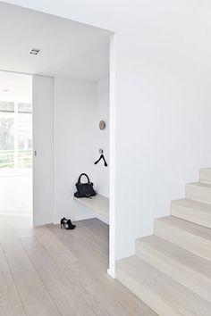 Entry nook. Villa Vagtelvej by Årstiderne Arkitekter. © Martin Dyrlev. #entryway #nook