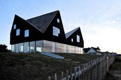 dh_171011_02 » CONTEMPORIST #form #modern #black #glass #architecture #vernacular