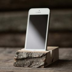 Live Edge Maple Mobile Dock #live #edge #phone #stand #office #wood #iphone #desk #mobile #maple #dock