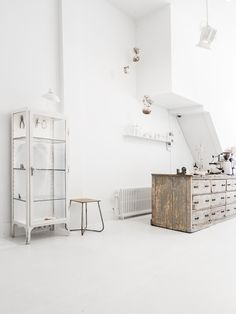 White shop. Photo by Sonja Velda Fotografie. #interiordesign #minimalist #sonjaveldafotografie #shop