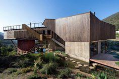 Seasonal spacious house with attractive interior balcony