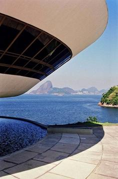 Oscar Niemeyer, Marcela Grassi · Museu d'Arte Contemporanea de Niteroi