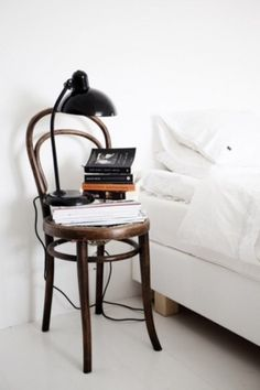 DryRoatedEdamame #bedside #white #books #all #simple #bed