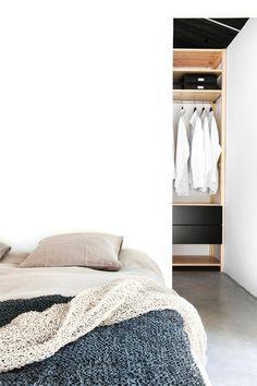 Modern bedroom in Deko's House Maja. #bedroom #concretefloor #walkincloset #modern
