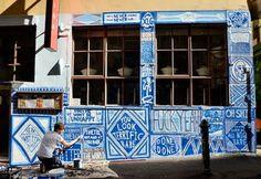 Lucas_grogan_arte_urbana_azul_grafitando_amenidades_design.jpg (520×357)