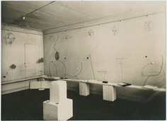 Installation photograph, Alexandre Calder: Volumes–Vecteurs–Densités / Dessins–Portraits, Galerie Percier, Paris, 1931 Courtesy of Calder Foundation, New York © 2016 Calder Foundation, New York Photo: Marc Vaux © Bibliothèque Kandinsky, Centre Georges Pompidou, Marc Vaux Collection