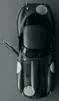 LE CONTAINER #black #car #jaguar #gray #dot #racing #overhead
