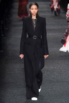 Alexander McQueen Fall 2017 Ready-to-Wear Collection Photos - Vogue