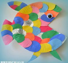Rainbow fish craft made from a paper plate, #diy #fish #sea