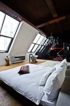minimalistisch. #bed #bedroom #interior #home #lamp #loft