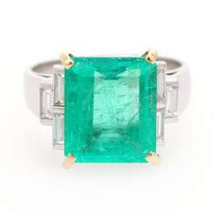 Cocktail ring with emerald and diamonds,