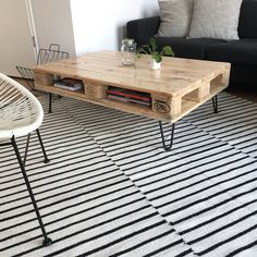 DIY Palettentisch mit Ablage auf Hairpin Tischbeinen #Paletten #europaletten #couchtisch #tisch #palettenmöbel #pallets #furniture #furnituredesign #diy #hairpin #interiordesign #keny @naturalgoodsberlin