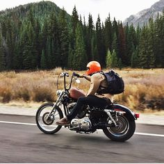 #MondayMotivation 📸 @kaycee_landsaw Here is a rad shot to cheer up your Monday👊🏼 #DayDreaming Bobber Chopper Harley Davidson Motorc