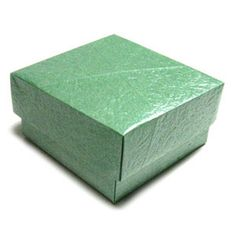 How to make a large square origami box cover (http://www.origami-make.org/howto-origami-box.php)