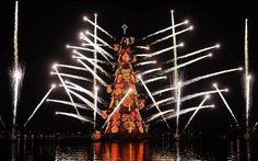 1 Christmas art tree on lake lagoa with many fireworks