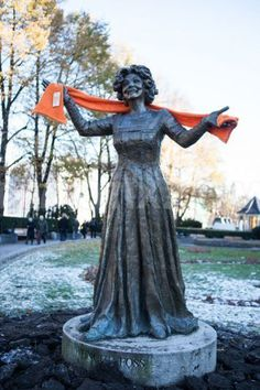 Google Image Result for http://static1.demotix.com/sites/default/files/imagecache/a_scale_large/1500 3/photos/1351607239 kirkens ndhjelp dre #scarf #statue