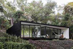 LMM House, Mexico, Cadaval & Sola-Morales. #bungalow #black #modern