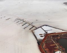 Résultats Google Recherche d'images correspondant à http://artblart.files.wordpress.com/2009/07/edward-burtynsky-silver-lake-operations-15 #photography