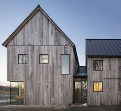 This Barn-Inspired Home Expresses Typical Farmhouse Elements in New Ways 1