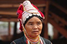 Google Image Result for http://1.bp.blogspot.com/-MOK3_KwhkC8/T3undTNp1hI/AAAAAAAAA6k/lslggzK73aA/s1600/Akha%2Btribal%2Bdoctor.JPG #fashion #tribe #art #thailand