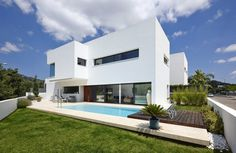 Stylish All-White Residential Project in Spain Defined by Concise Design Lines #architecture