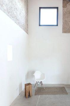 High ceiling rustic space. Can Valls by Munarq Studio. © Gonçal Garcia. #highceiling #concretefloor