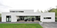 White Contemporary Villa Integrating an Office in the Netherlands #villa #office #architecture #contemporary