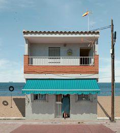 Paracosmic Houses: Stunning Manipulations by Katharina Fitz