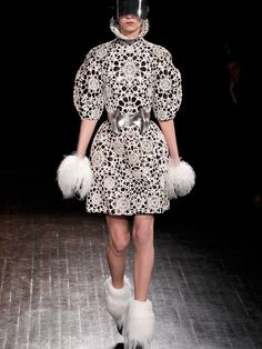 Nothing Gold Can Stay: Alexander McQueen F/W 2012 on Behance #photograph #textile #mcqueen #fashion #lace