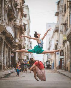 Omar Robles Captures Ballet Dancers on the Streets of Havana