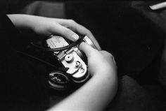 Alejandro H #classic #leica #girl #hands