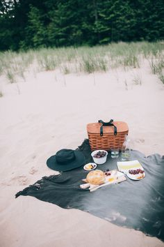 a sunny afternoon picnic basket // smitten studio #photography #beach #food #picnic #pic nic