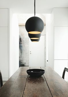 Dining area with Topan VP6 pendant lamps. Humlebaek House by Norm.Architects. #diningroom #humlebaekhouse #normarchitects