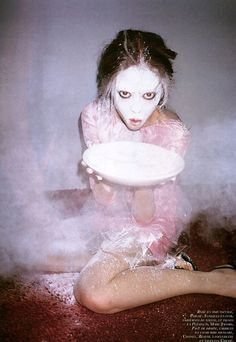 Baptême en Diable | Paranaiv / Are Sundnes #diable #baptme #richardson #terry #farine #scary