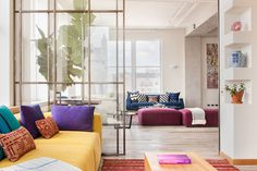 Homy feeling within an industrial shell loft apartment in SoHo by Casamanara - HomeWorldDesign (1)