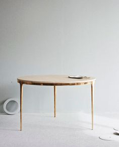 Table - good leg room and nice gold finish #round #table #gold