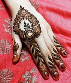leaf patterned finger mehndi design