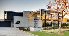 Creative Water Features and Exterior: House Ber in South Africa