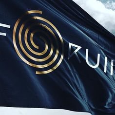 Proyecto Forum con Plural y Eduardo Tokeshi. Nos pidieron cambiarle su identidad visual, descubrimos que en realidad era necesario rescatarl #forumgaleria #peruvian #logodesign #flag #design #spiral #simple #tokeshi #art #artgallery