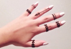 minimal ,mehndi designs for fingers