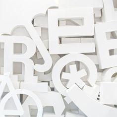 'Designerspielplatz* 2' ein Foto von 'Flügelfrei' #white #umbrella #design #letter #papercraft #typography
