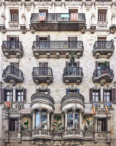 The Beauty of Barcelona's Building Facades by Roc Isern