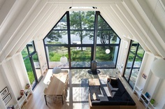 YH2 Designed a Charming Family Cottage on the Shores of a Lake 6