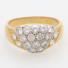 Ladies ring studded with 18 brilliant-cut diamonds