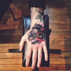 Iconosquare – Instagram webviewer #mikeski #truehand #tattoo #pathaney #traditional #wolf