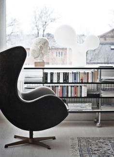 LE CONTAINER #design #arne jacobsen #swan chair