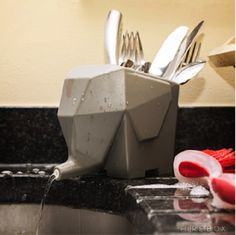 It may not be a real elephant, but this jumbo-sized cutlery drainer can be just as productive and playful as its animal counterpart.