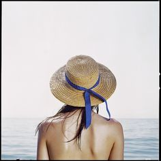 6383621643_fdb2d1eac1_z.jpg (JPEG Image, 640x640 pixels) #bright #girl #sea #hat #ribbon #blue #sking