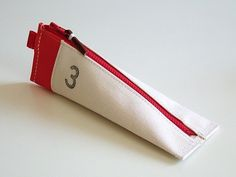 上履きペンケース/R(レッド) - yuruliku(ユルリク)の文具製品オフィシャル通販サイト|yuruliku Online Shop #transition #break #case #colour #shape #canvas #pencil