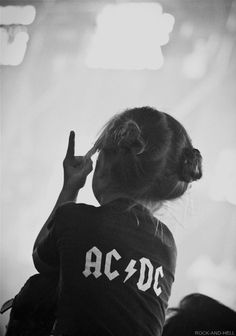 être rock'n roll. #girl #music #fan #child #photo #rock #kid
